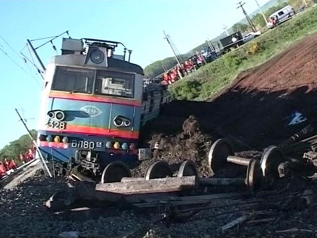 Фото вагон грузового поезда сошел с рельсов и опрокинулся под Рязанью